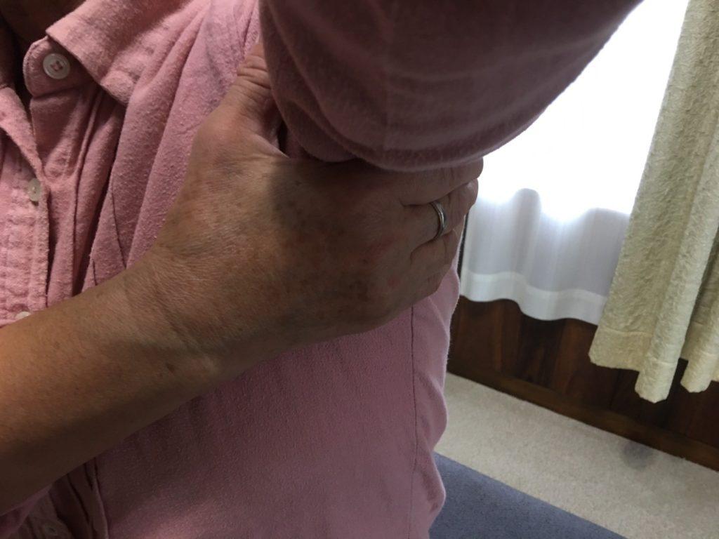 肩甲骨のセルフマッサージ